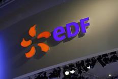 EDF, à suivre mardi à la Bourse de Paris. L'autorité britannique de sûreté nucléaire a annoncé lundi avoir accordé à EDF une première autorisation de construction à la centrale de Hinkley C, un projet à 18 milliards de livres (20,8 milliards d'euros) qui sera la première centrale nucléaire construite en Grande-Bretagne depuis plus de 20 ans. /Photo d'archives/REUTERS/Benoit Tessier