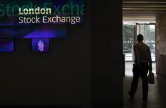 Les principales Bourses européennes ont ouvert en hausse mardi, regagnant une partie du terrain perdu la veille. À Paris, l'indice CAC 40 gagne 0,16% à 5.025,32 points vers 07h25 GMT. À Francfort, le Dax avance de 0,43% et à Londres, le FTSE prend 0,23%. /Photo d'archives/REUTERS/Suzanne Plunkett