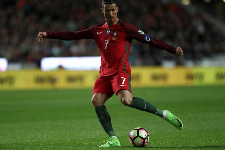 Portugal v Hungary - World Cup 2018 Qualifiers European Zone - Group B - Luz Stadium, Lisbon, Portugal - 25/03/17 - Portugal's Cristiano Ronaldo shooting for the goal. REUTERS/Pedro Nunes