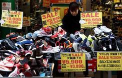 Les ventes au détail n'ont progressé que de 0,1% au Japon en février par rapport au même mois de 2016. /Photo prise le 23 janvier 2017/REUTERS/Kim Kyung-Hoon