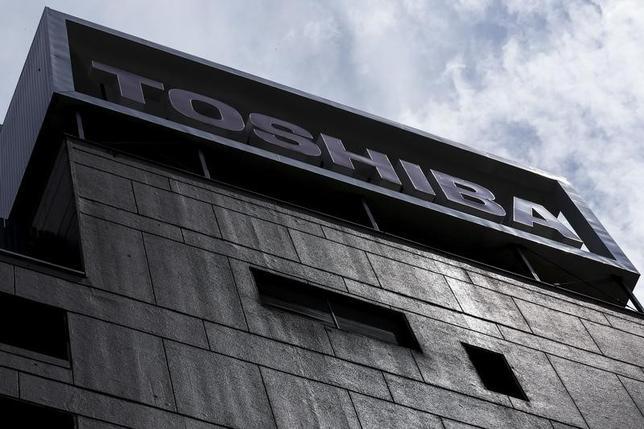 3月29日、東芝は、米原発子会社ウエスチングハウス(WH)が米連邦破産法11条の適用を申請したと発表した。負債総額は98億1100万ドル。写真は都内で2015年8月撮影(2017年 ロイター/Thomas Peter)