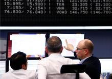 Les principales Bourses européennes sont dans le vert mercredi en début de séance. À Paris, l'indice CAC 40 prend 0,42% vers 07h45 GMT. À Francfort, le Dax gagne 0,59% % et à Londres, le FTSE avance de 0,3%. La livre sterling est sous pression et recule sous le seuil de 1,24 dollar suite au coup d'envoi du Brexit. /Photo prise le 15 février 2017/REUTERS/Ralph Orlowski