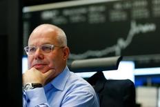 Les Bourses européennes évoluent sur une note prudente à mi-séance mercredi. À Paris, le CAC 40 gagne 0,06% à 10h30 GMT. À Francfort, le Dax progresse de 0,32%, tout près de son plus haut de l'année, alors qu'à Londres, le FTSE perd 0,21%. La livre sterling abandonne 0,17% face au dollar, fragilisée par le déclenchement formel par Londres du processus de sortie du Royaume-Uni de l'Union européenne. /Photo d'archives/REUTERS/Ralph Orlowski