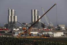 Le site de Hinkley Point C au Royaume-Uni. Le projet de centrale nucléaire d'EDF Energy à Hinkley Point ne sera pas affecté par la découverte l'an dernier d'irrégularités à l'usine du Creusot de son partenaire Areva, a déclaré mercredi le directeur général de la filiale britannique d'EDF. /Photo d'archives/REUTERS/Stefan Wermuth