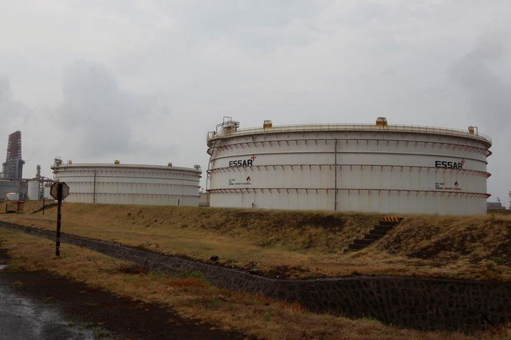 Storage tanks of an oil refinery of Essar Oil, which runs India's second biggest private sector refinery, are pictured in Vadinar in the western state of Gujarat, India, October 4, 2016. Picture taken October 4, 2016. REUTERS/Amit Dave/Files