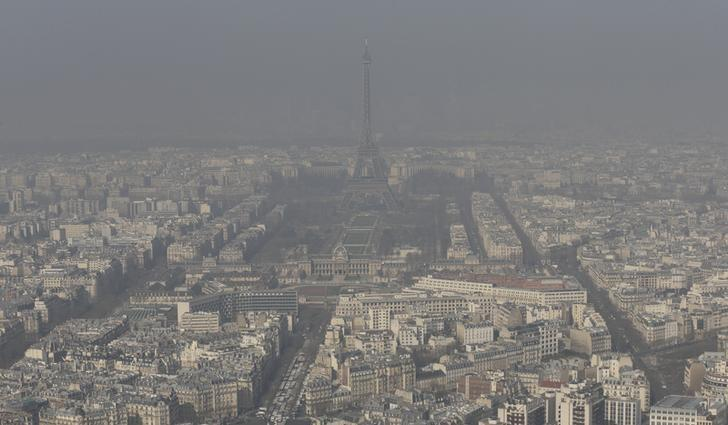 A general view shows the Eiffel tower and the Paris skyline through a small-particle haze March 13, 2014 as warm and sunny weather continues in France. REUTERS/Philippe Wojazer/Files