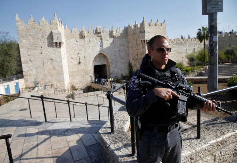 Israeli policeman stands guard near the scene of what Israeli police spokesperson said was an attempted stabbing attack at Damascus Gate in Jerusalem's Old City March 29, 2017. REUTERS/Baz Ratner
