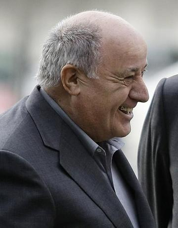 FILE PHOTO - Amancio Ortega, chairman of Spanish global fashion group Inditex, laughs during a visit of Spain's Princess Letizia and Crown Prince Felipe to his factory in Coruna, northern Spain December 2, 2008. REUTERS/Miguel Vidal
