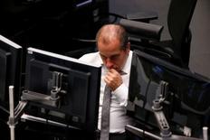 Les Bourses européennes ont clôturé en hausse mercredi au terme d'une séance hésitante. À Paris, le CAC 40 a fini sur une progression de 0,45%. Le Footsie britannique a pris 0,41% et le Dax allemand 0,44%. /Photo prise le 15 février 2017/REUTERS/Ralph Orlowski