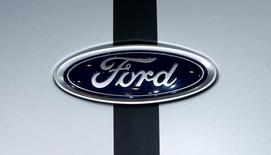 Ford Motor a annoncé mercredi deux nouveaux rappels portant sur 440.000 véhicules et qui lui coûteront vraisemblablement dans les 295 millions de dollars (274,4 millions d'euros). /Photo prise le 8 mars 2017/REUTERS/Arnd Wiegmann