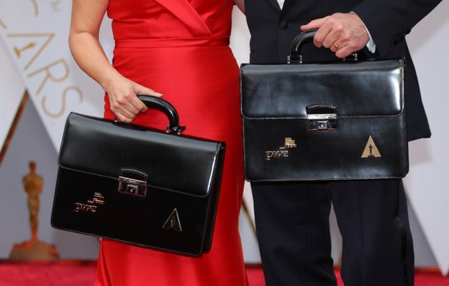 3月29日、米アカデミー賞を主催する映画芸術科学アカデミーは、先月の授賞式で作品賞の封筒を渡し間違えたプライス・ウォーターハウス・クーパー(PwC)との関係を継続すると明らかにした。シェリル・ブーン・アイザックス会長がアカデミーのメンバーに送った書簡をメディアが入手した。写真は2月撮影(2017年 ロイター/Mike Blake)