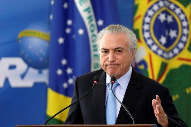 3月29日、ブラジルと米国の当局者らがテメル大統領(写真)のホワイトハウス訪問を検討していることが、ブラジル大統領府筋2人の話で明らかになった。2国間貿易・投資について首脳同士で協議することが狙い。写真はブラジリアで撮影(2017年 ロイター/Ueslei Marcelino)
