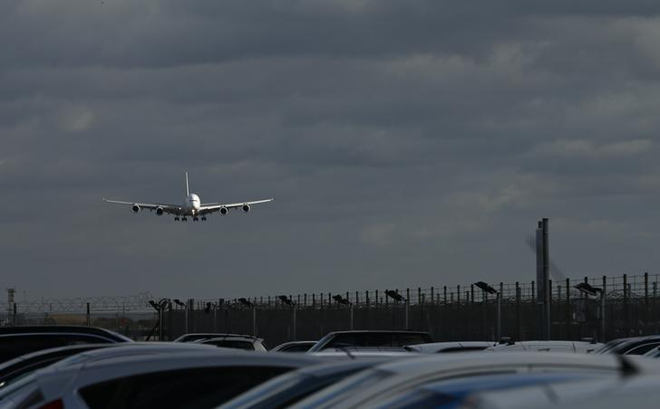 An aircraft comes in to land at Heathrow Airport in London, Britain, February 23, 2017. REUTERS/Andrew Boyers