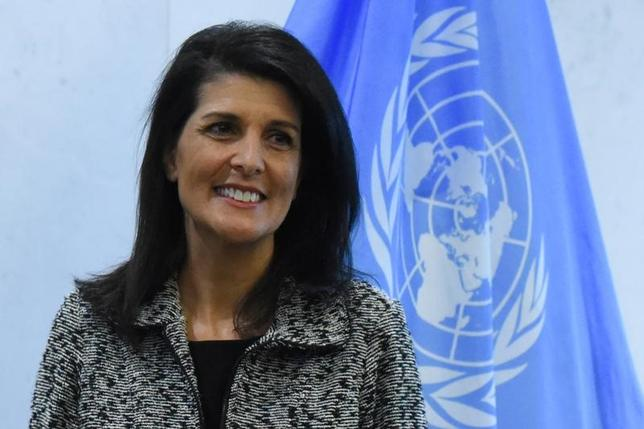 3月30日、米国のヘイリー国連大使(写真)は、内戦が続くシリアについて、トランプ米政権は今後、オバマ前政権の方針を転換し、アサド大統領の退陣にこだわらないと語った。写真はニューヨークで1月撮影(2017年 ロイター/Stephanie Keith)