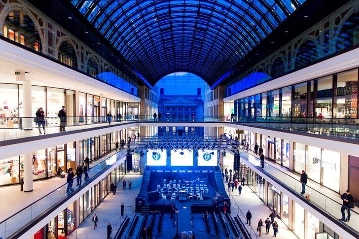 FILE PHOTO -  A general view shows the atrium of the Mall of Berlin shopping centre during its opening night in Berlin, Germany, September 24, 2014. REUTERS/Thomas Peter/File Photo
