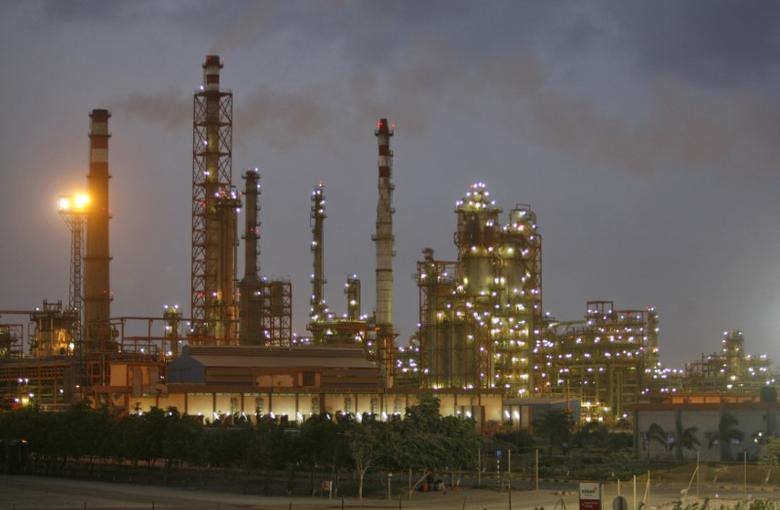 A general view of the Vadinar refinery, operated by Essar Oil Ltd. (EOL) is pictured at dusk in the western Indian state of Gujarat June 5, 2012. REUTERS/Amit Dave