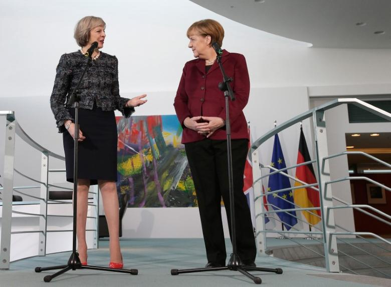 German Chancellor Angela Merkel and Britain's Prime Minister Theresa May address the media prior to a meeting at the chancellery in Berlin, Germany, November 18, 2016.   REUTERS/Michael Sohn/Pool  - RTX2UAF1