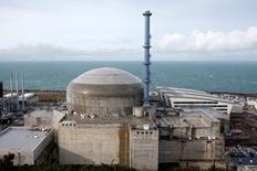L'Autorité de sûreté nucléaire a annoncé vendredi qu'elle se prononcerait cet été sur la capacité de la cuve du réacteur la nouvelle centrale EPR de Flamanville (Manche), une pièce maîtresse, à résister aux irradiations et aux pressions intenses que la réaction nucléaire lui fera subir. /Photo d'archives/REUTERS/Benoit Tessier