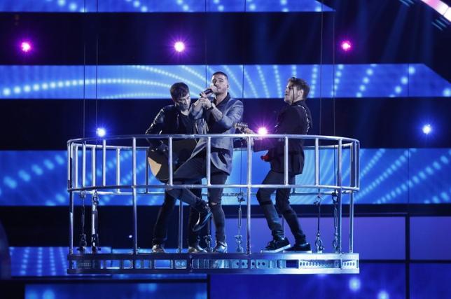 FILE PHOTO: Maluma performs ''Sin Contrato'' during the 2015 Latin Grammy Awards in Las Vegas, Nevada November 19, 2015.  REUTERS/Mario Anzuoni