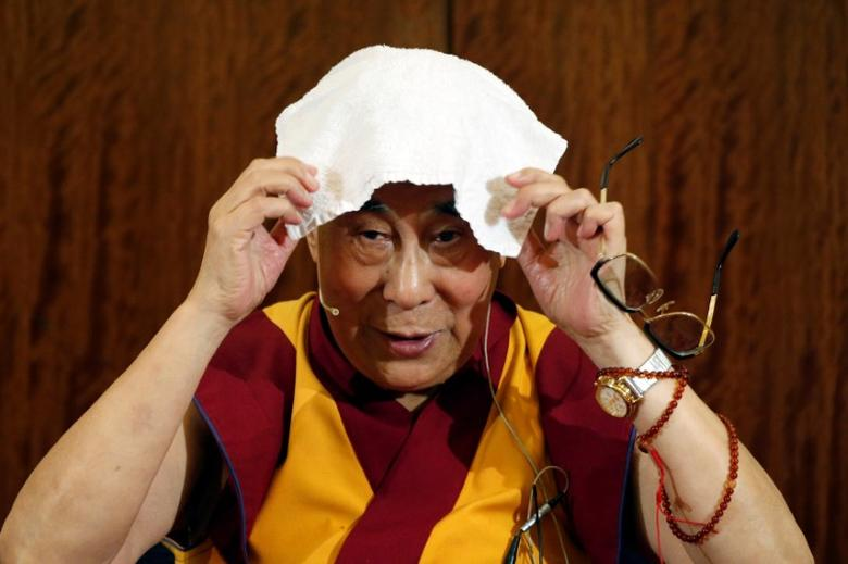 Tibet's exiled spiritual leader the Dalai Lama puts a towel on his head during a news conference in Paris, France, September 13, 2016. REUTERS/Charles Platiau/Files