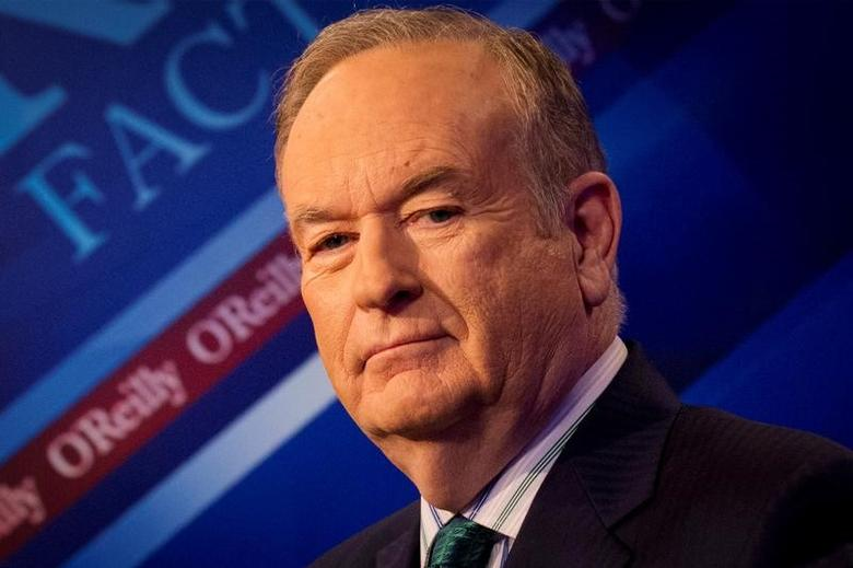 FILE PHOTO - Fox News Channel host Bill O'Reilly poses on the set of his show ''The O'Reilly Factor'' in New York March 17, 2015. REUTERS/Brendan McDermid/File Photo
