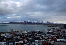 A Reykjavik. L'Islande envisage d'arrimer sa devise à une monnaie de référence, vraisemblablement l'euro, afin d'écarter tout risque de surchauffe de l'économie, a déclaré son ministre des Finances. /Photo d'archives/REUTERS/Stoyan Nenov