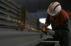 Les entreprises industrielles de la zone euro ont eu du mal à faire face à la demande le mois dernier, alors même que leur rythme d'activité n'a jamais été aussi vif depuis près de six ans et qu'elles continuent d'augmenter leurs prix. /Photo d'archives/REUTERS/Vincent Kessler