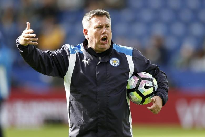 Britain Soccer Football - Leicester City v Stoke City - Premier League - King Power Stadium - 1/4/17 Leicester City manager Craig Shakespeare during the pre match warm up Action Images via Reuters / Andrew Boyers Livepic