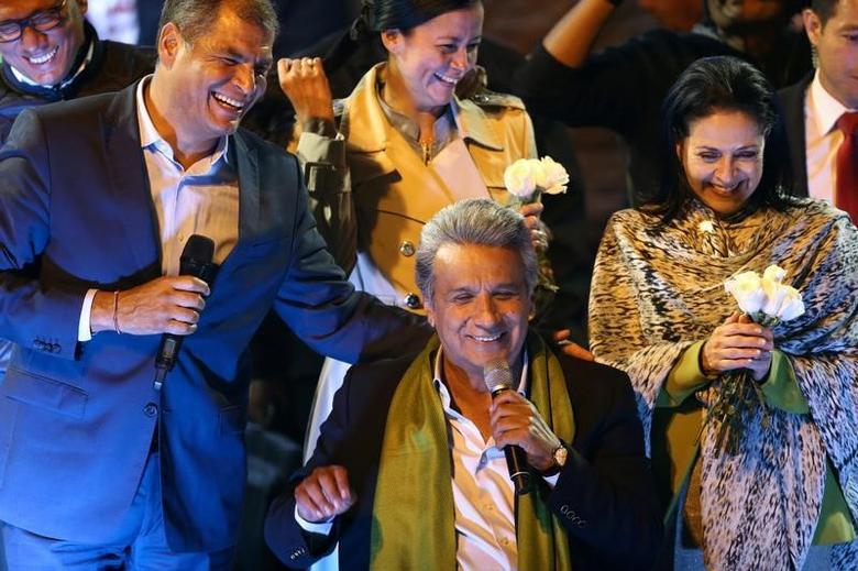 Ecuadorean presidential candidate Lenin Moreno (C) celebrates alongside Ecuadorean President Rafael Correa (L) and his wife Rocio Gonzalez during a national election day in a hotel, in Quito, April 2, 2017.  REUTERS/Mariana Bazo