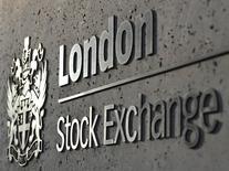 Les Bourses européennes ont terminé en baisse lundi, et Wall Street évolue également dans le rouge. À Paris, le CAC 40 a terminé en baisse de 0,71% à 5.085,91 points. Le Footsie britannique a reculé de 0,55% et le Dax allemand a cédé 0,45%. /Photo d'archives/REUTERS/Toby Melville