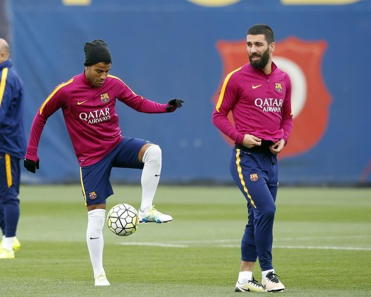 Football Soccer - Barcelona training session - Joan Gamper training camp - Barcelona, Spain - 1/04/16 - Barcelona's Arda Turan (R) and Rafinha Alcantara attend a training session prior to ''Clasico'' against Real Madrid. REUTERS/Albert Gea