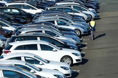 Les ventes de voitures neuves ont augmenté de 11% en mars à environ 360.000 unités, a dit à Reuters une source du secteur. Sur l'ensemble du premier trimestre, les immatriculations sont en hausse de 6 à 7%. /Photo d'archives/REUTERS/Ralph Orlowski