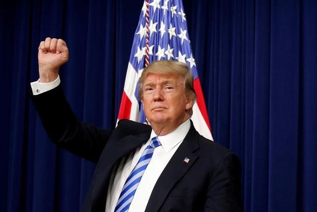 4月4日、トランプ米大統領(写真)は6─7日にフロリダ州の別荘「マー・ア・ラゴ」で中国の習近平国家主席と首脳会談を行う。世界の指導者として最も重要なテストで、米外交政策の最大の試金石になるとみられる。写真はワシントンで撮影(2017年 ロイター/Kevin Lamarque)
