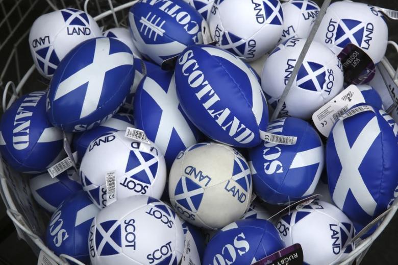 Scottish memorabilia is seen on display in a shop in Edinburgh, Scotland September 12, 2014. REUTERS/Paul Hackett