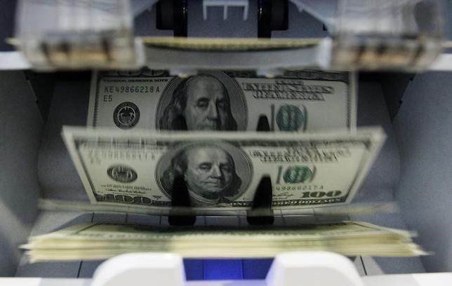 4月6日、午後3時のドル/円は、ニューヨーク市場午後5時時点に比べ、ドル安/円高の110円前半をつけた。写真はベルンで2011年8月撮影(2017年 ロイター/Pascal Lauener)