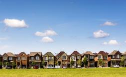 Houses are seen in a suburb located north of Toronto in Vaughan, Canada, June 29, 2015. REUTERS/Mark Blinch/File photo