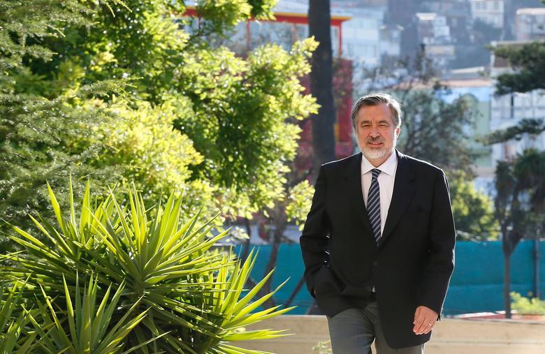 FILE PHOTO: Senator Alejandro Guillier is pictured at the Chilean congress in Valparaiso, Chile January 10, 2017. REUTERS/Rodrigo Garrido