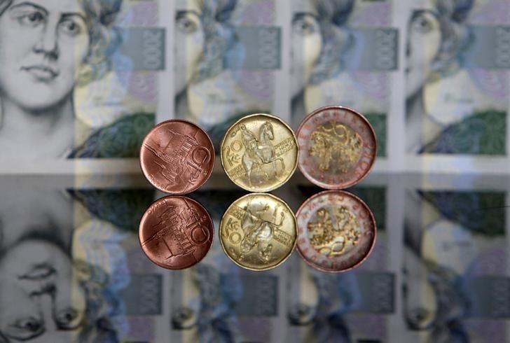 2017年4月1日,捷克克朗硬币及纸币。REUTERS/David W Cerny