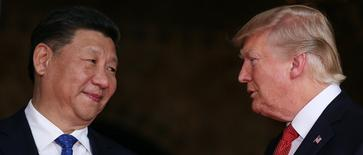 O presidente dos Estados Unidos, Donald Trump recebe o presidente da China,                                                      Xi Jinping na Flórida, Estados Unidos.  06/04/2017  REUTERS/Carlos Barria