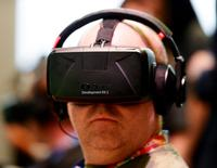 FILE PHOTO - An attendee tries the Oculus VR Inc. Rift Development Kit 2 (DK2) headset at the 2014 Electronic Entertainment Expo, known as E3, in Los Angeles, California, U.S. on June 11, 2014.    REUTERS/Kevork Djansezian/File Photo