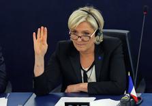 A l'approche de l'élection présidentielle, l'Association française des entreprises privées (Afep) a pris fait et cause vendredi pour l'Union européenne et l'euro. Pour les entreprises françaises, la sortie de l'Europe, préconisée notamment par la présidente et candidate du Front national, Marine Le Pen, n'est pas une option, écrit l'Afep dans une tribune diffusée auprès de la presse. /Photo prise le 5 avril 2017/REUTERS/Vincent Kessler