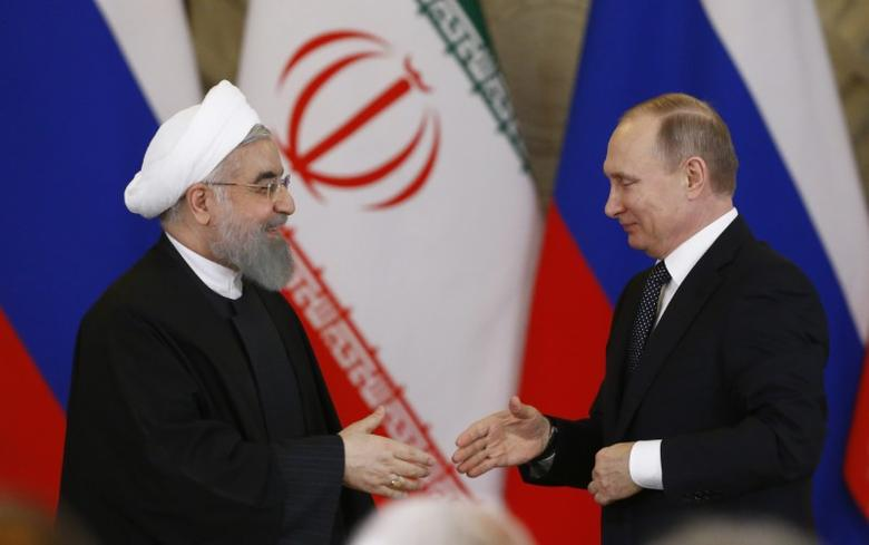 Russian President Vladimir Putin shakes hands with Iranian President Hassan Rouhani during a joint news conference following their meeting at the Kremlin in Moscow, Russia March 28, 2017. REUTERS/Sergei Karpukhin