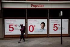 Banco Popular envisage une nouvelle augmentation de capital et n'exclut pas une fusion. /Photo d'archives/REUTERS/Susana Vera