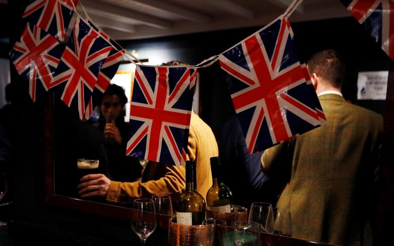 FILE PHOTO: People drink beer at a Pro-Brexit event to celebrate the invoking of Article 50 after Britain's Prime Minister Theresa May triggered the process by which the United Kingdom will leave the European Union, in London, Britain March 29, 2017. REUTERS/Peter Nicholls