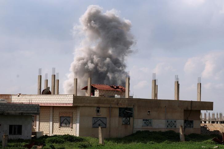 Smoke rises after an airstrike on rebel-held Daraa Al-Balad, Syria April 7, 2017. REUTERS/Alaa Al-Faqir