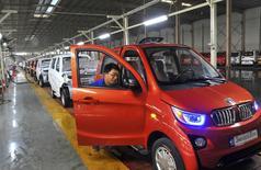 Le marché automobile chinois a progressé de 7% sur les trois premiers mois de 2017, son meilleur premier trimestre depuis 2014 qui laisse espérer de bons chiffres sur l'ensemble de l'année en dépit de la suppression progressive d'incitations fiscales à l'achat de petites cylindrées. /Photo d'archives/REUTERS/China Daily