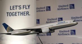 L'évacuation forcée d'un passager d'un vol de la compagnie United Airlines fait scandale aux Etats-Unis et a suscité un tollé sur les réseaux sociaux. /Photo d'archives/REUTERS/Shannon Stapleton