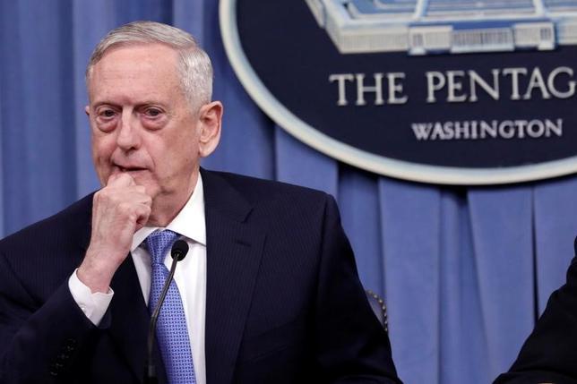 4月11日、マティス米国防長官は空母「カール・ビンソン」などの空母打撃群を朝鮮半島近海に移動させる対応について、特定の事案に関連したものではないと述べた(2017年 ロイター/Yuri Gripas)