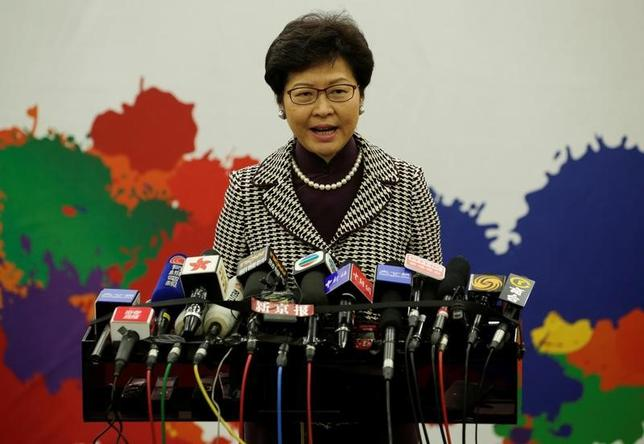 4月11日、香港の次期行政長官、林鄭月娥(キャリー・ラム)氏は、今後5年間に経済発展するためには中国政府の支援が必要だとし、香港には独立運動の余地はないと述べた。写真は記者会見する同氏。北京で撮影(2017年 ロイター/Jason Lee)