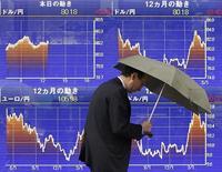 La Bourse de Tokyo a fini en baisse de 1,04% mercredi, une nouvelle fois pénalisée par la vigueur du yen et par les inquiétudes liées à la Corée du Nord.  L'indice Nikkei a perdu 195,26 points à 18.552,61. /Photo d'archives/REUTERS/Kim Kyung-Hoon